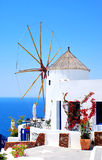 Windmühle auf Santorini Insel Stockbild