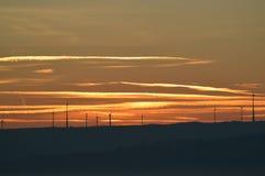 Windmühle bei frühem Sonnenaufgang Stockfotos