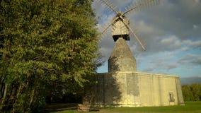 Windmühle bei Sonnenuntergang stock video