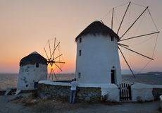 Windmühle bei Sonnenuntergang, Mykonos-Insel, die Kykladen, Griechenland stockfotografie