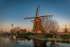 Windmühle in dem Fluss Rotte, die Niederlande stockfotografie