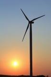 Windmühle an der Dämmerung - klarer Himmel Stockfotos