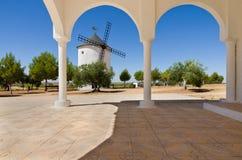 Windmühle an der Einsiedlerei von San Isidro Lizenzfreie Stockfotos