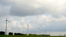 Windmühle, die grüne Energie festlegt Stockfotografie