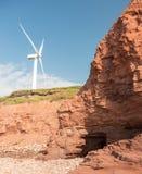 Windmühle durch die Klippen stockfotos