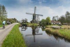 Windmühle in einer niederländischen Landschaft Stockbild