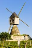 Windmühle in Frankreich lizenzfreie stockfotos