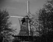 Windmühle im Kralingse-Bospark Stockbilder