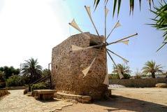 Windmühle in Moni Toplou Lizenzfreie Stockfotografie