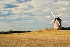 Windmühle nahe Le Mont-Heilig Michel lizenzfreie stockfotos