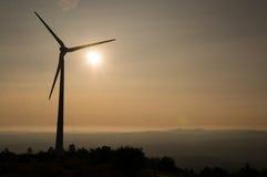 Windmühle in Portugal während des Sonnenuntergangs Stockbild