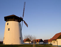 Windmühle in Süd-Moray lizenzfreie stockfotografie