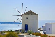 Windmühle in Santorini Insel, Griechenland Stockfotos
