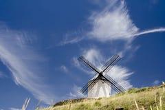 Windmühle in Spanien lizenzfreies stockbild