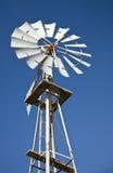 Windmühle und blauer Himmel Lizenzfreies Stockbild