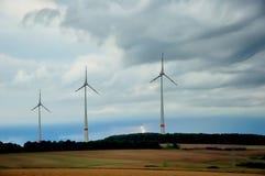 Windmühle und Blitz. Stockfotografie