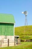Windmühle und Hof Stockfoto