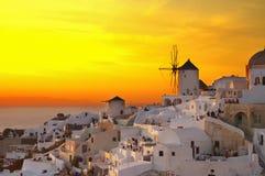 Windmühle von Oia bei Sonnenuntergang, Santorini Lizenzfreies Stockfoto