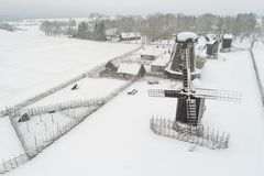 Windmühlen in Angla Saaremaa Estland stockbilder