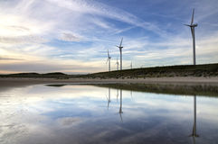 Windmühlen auf dem Maasvlakte-Strand Lizenzfreie Stockbilder
