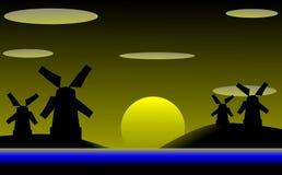 Windmühlen auf einer Küstenlinie bei Sonnenuntergang Lizenzfreies Stockfoto