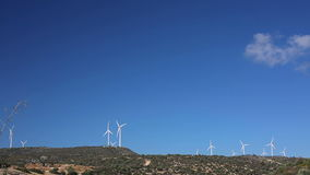 Windmühlen-Bauernhof Grüne Energie stock video