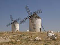 Windmühlen in Campo de Criptana lizenzfreie stockfotos