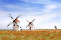Windmühlen in Mota del Cuervo Stockfotos