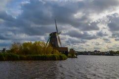 Windmühlen nördlich von bei den Niederlanden Stockbilder