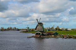 Windmühlen nördlich von bei den Niederlanden Stockfoto