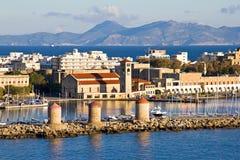 Windmühlen am Rhodos-Hafen stockbilder