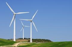 Windmühlen am Sonnenaufgang lizenzfreie stockbilder