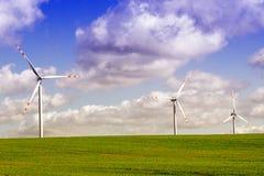 Windmühlen am Sonnenaufgang Stockfoto