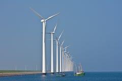 Windmühlen und Fischereilieferung Lizenzfreie Stockfotos