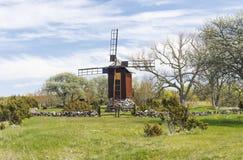 Windmühlen- und Kopfsteinzaun Lizenzfreies Stockbild