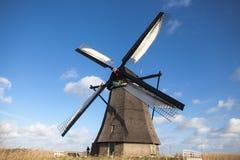 Windmühlendorf in Holland Alte Mühlkreide und -mehl Der schöne Hintergrund der Landschaft von Holland Lizenzfreies Stockfoto