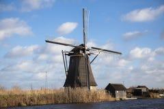 Windmühlendorf in Holland Alte Mühlkreide und -mehl Der schöne Hintergrund der Landschaft von Holland Stockfotografie