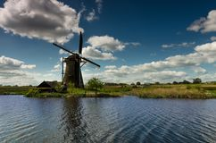 Windmill by the water canal, Kinderdijk, Netherlands stock photography