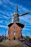 Windmill De Adriaan auf Spaarne-Fluss Harlem, die Niederlande Lizenzfreie Stockfotos
