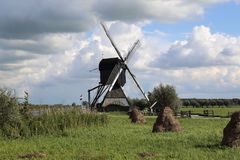 Windmill and hay bales at Kinderdijk, Holland Royalty Free Stock Photos