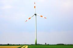 Windmill i fältet Royaltyfria Foton