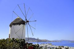 Windmill i Mykonos, grekisk ö Arkivbilder