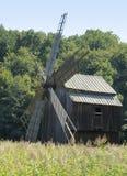 Windmill i Rumänien arkivbild
