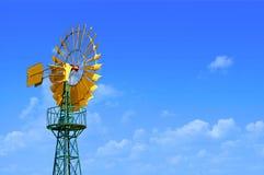 Windmill mot skyen royaltyfria foton