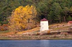 Windmill på hösten på Cubuk laken, Turkiet Royaltyfria Bilder