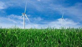 Windmillen driver generatorn. Arkivfoto