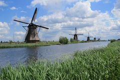 windmills imagenes de archivo