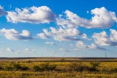 Windmills i ett fält Royaltyfri Foto