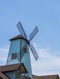 Windmills och blåttsky Arkivfoton