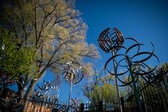 windmills Pezzo di arte Canyon Road in Santa Fe, New Mexico immagini stock libere da diritti